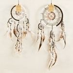 Dreamcatcher bead, bone & shell: Black & white