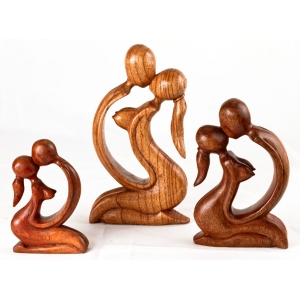 'The Kiss' wooden carving
